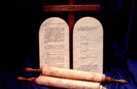 A Lei (Torá) de Deus Lei-moral-e-cerimonial